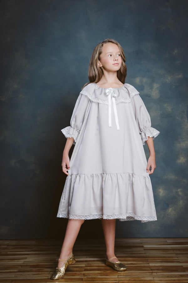 ELIZABETH DOVE GREY GIRLS NIGHTGOWN IN SIZE 8-10