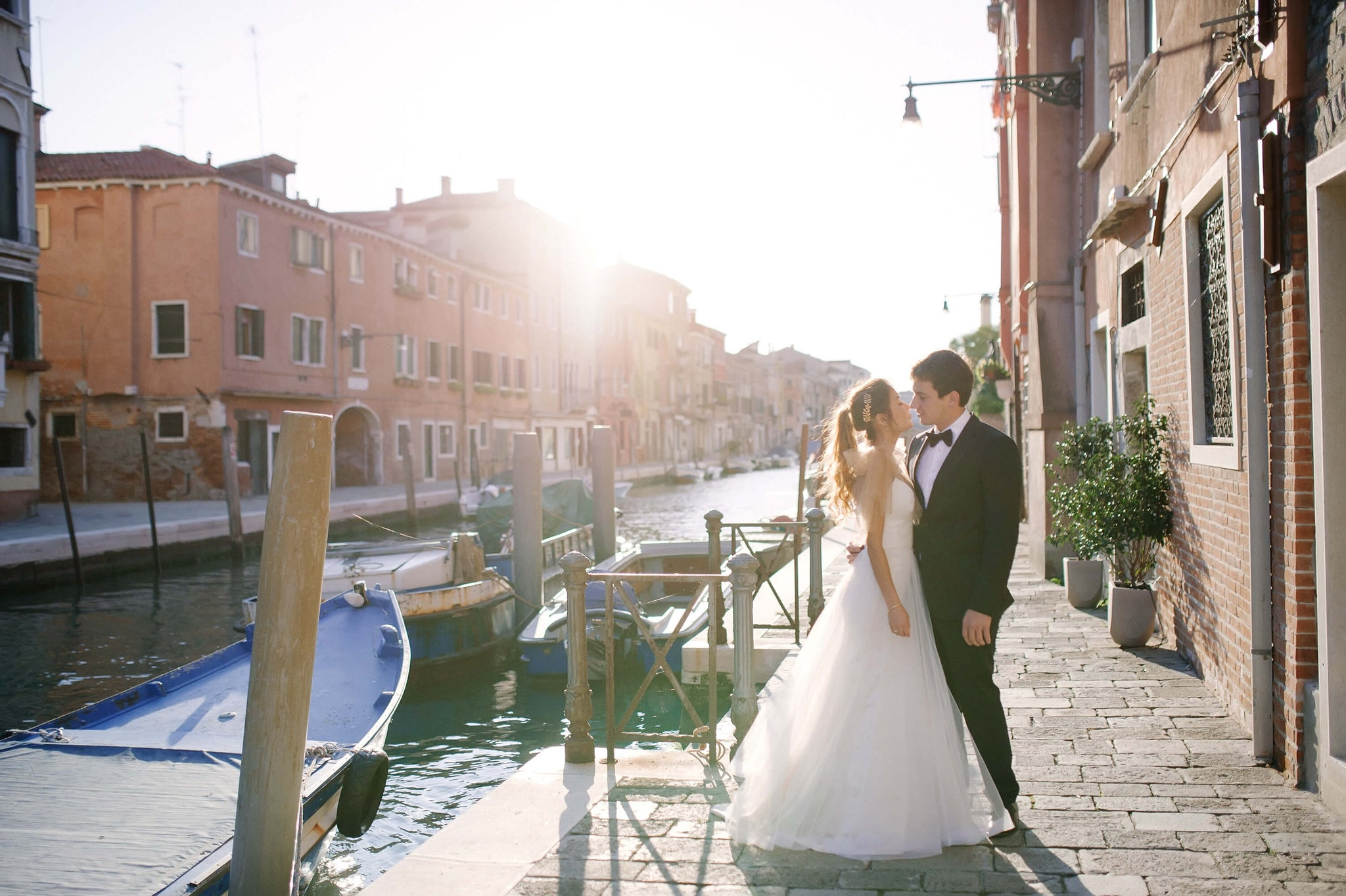 Bride and groom in a sunny day in Venice - destination wedding
