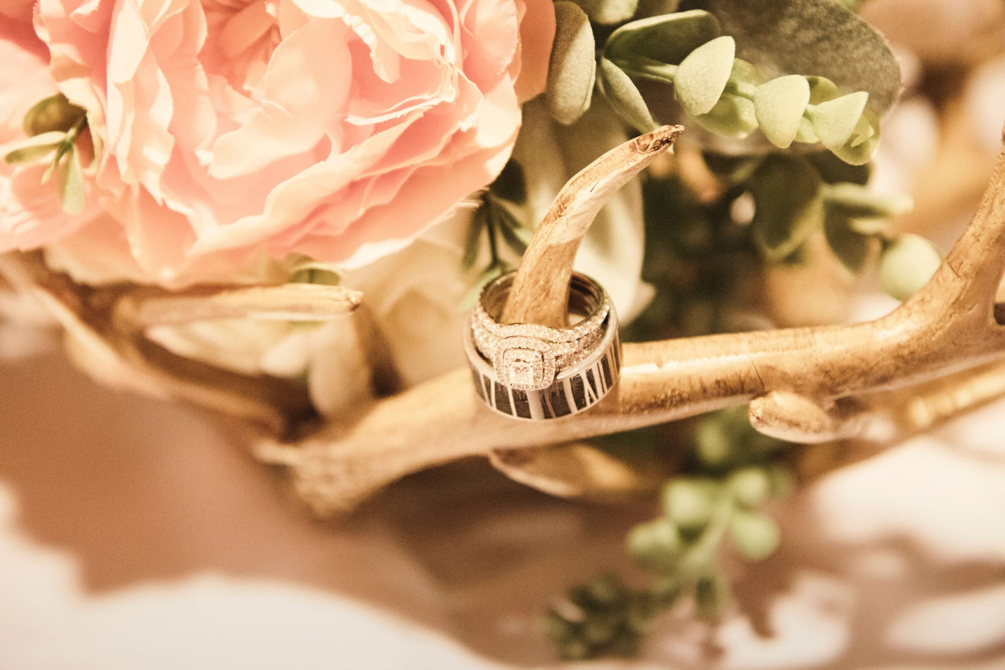 Throwing a trendy wedding | wedding ring in coral