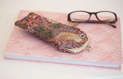 GPCH-STRD | WILLIAM MORRIS STRAWBERRY THIEF RED GLASSES SUNGLASSES POUCH CASE - www.signareusa.com