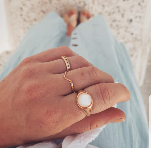 Signet Round Ring I Pink Mother of Pearl