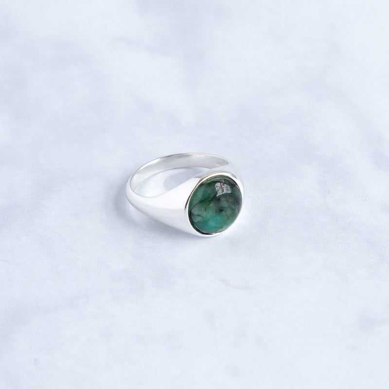 signet round in solid sterling silver 925 with an emerald