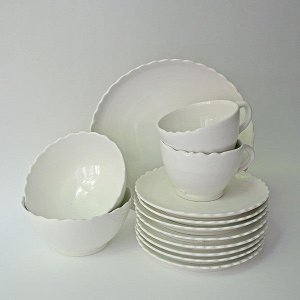4 Piece Place Setting of Porcelain Sitges Dinnerware