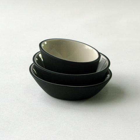 Porcelain Mini-Bowls in Black & White