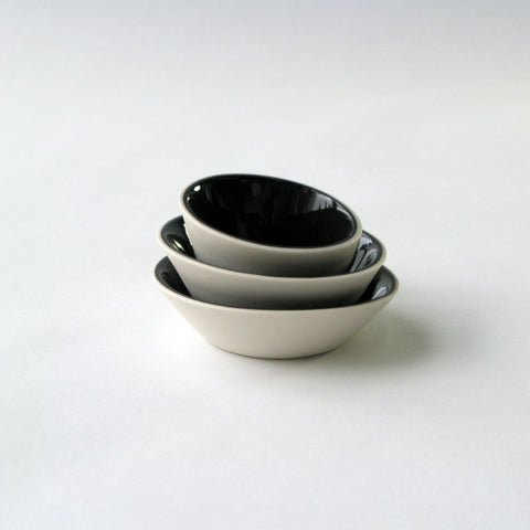 Porcelain Mini-Bowls in White & Black