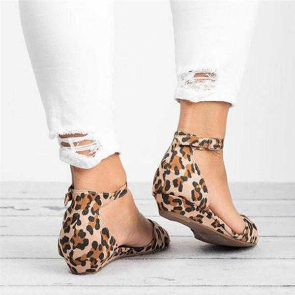 Charmystery Casual Leopard Adjustable Buckle Sandals