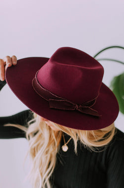 Accessories: Hat Main Street Wool Hat Burgundy