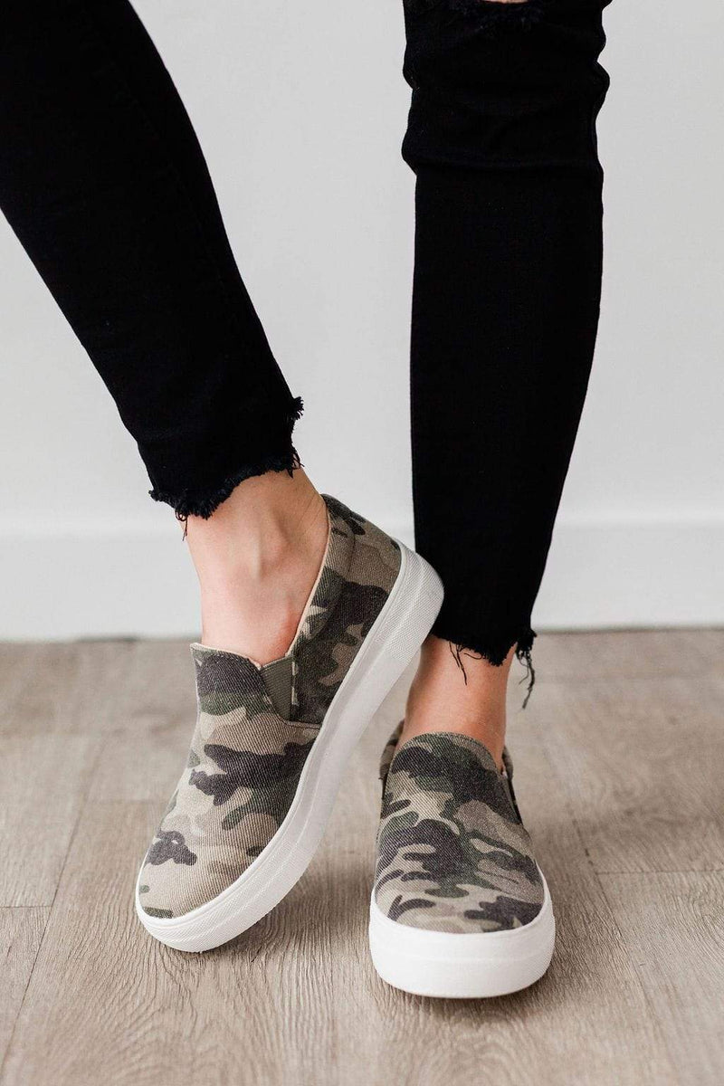 GREENS BLYTHEE Women Canvas Floral Lace Up Flat Sneaker Black 9