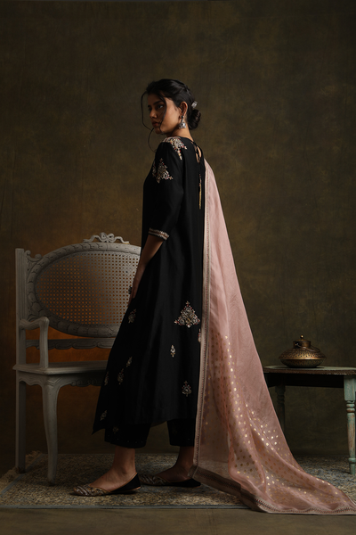 Classy & Eye Catching Black Embroidered Kurta Set ( YMN-11 )