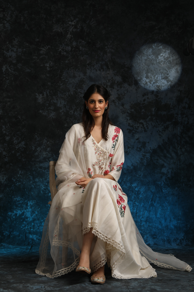 Beautiful & Ravishing Embroidered Ivory Floral Kurta Set (ALY-10)