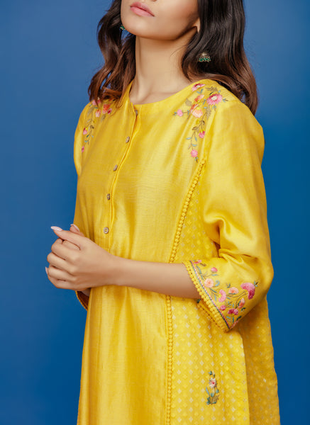 EMBROIDERED KURTA WITH FRONT PLACKET & STRAIGHT PANT. YELLOW (BNS-05A)
