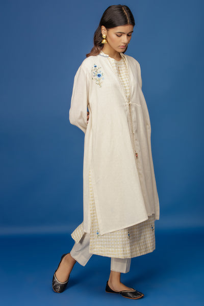 FLORAL EMBROIDERED CAP SLEEVE KURTA WITH CAPE & STRAIGHT PANTS. IVORY (BNS-01A)