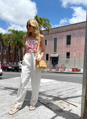Pack linen pants for your summer vacation.