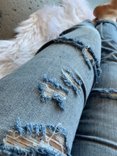 Load image into Gallery viewer, Taylor Boyfriend Jeans