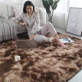 Tapis long poile marron avec de long poile blanc