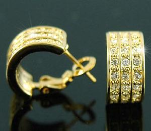 Gold Plated Huggie Earrings use Swarovski Crystal XE138