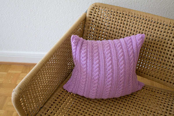 Strikk Twisted Cable Cushion (Amethyst)