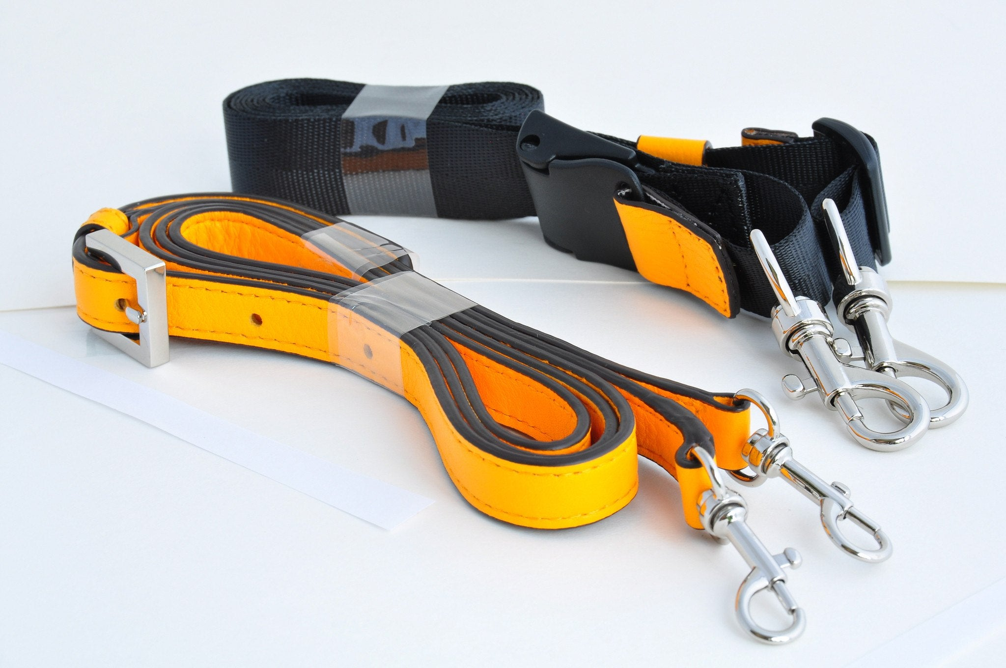 Acrosses GL in color come with two straps - nylon and leather.