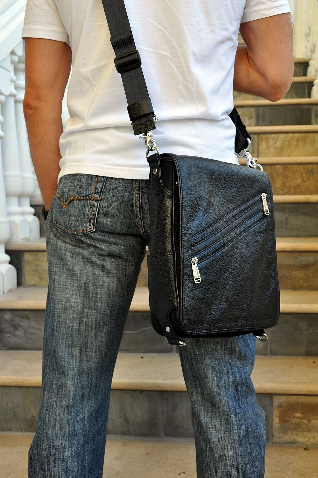 iPad messenger bag Platforma.. Shoulder bag mode.