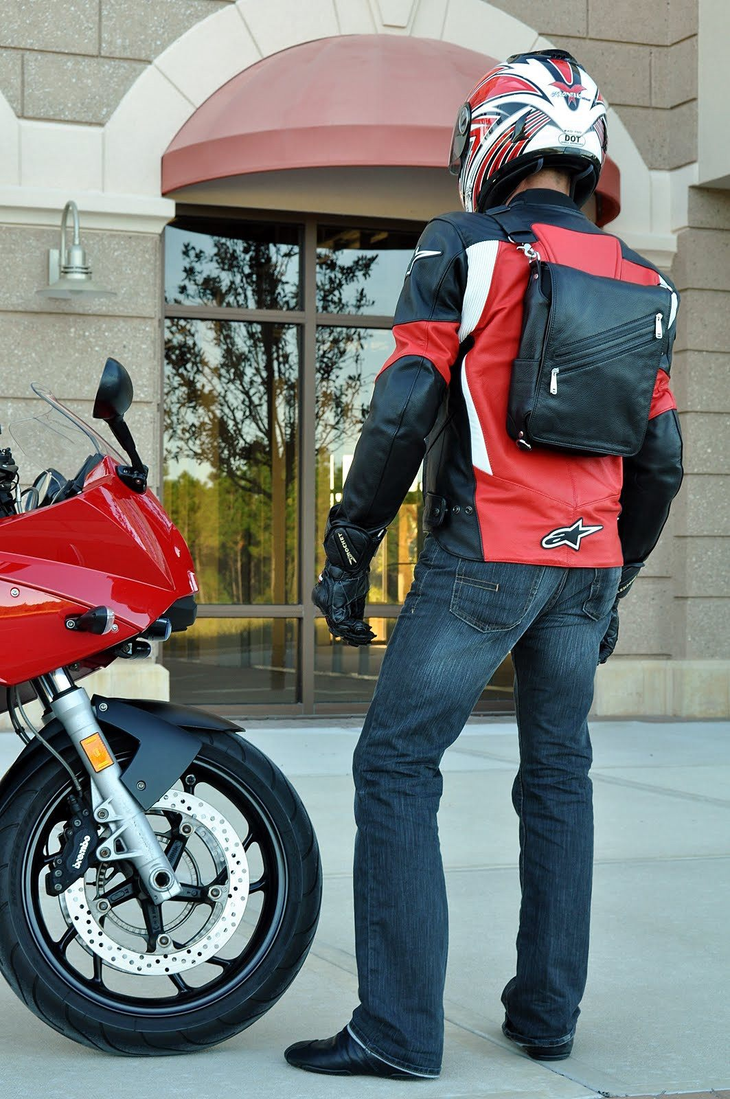Your iPad is safe, and your Platforma messenger bag comfortably rests on your back.