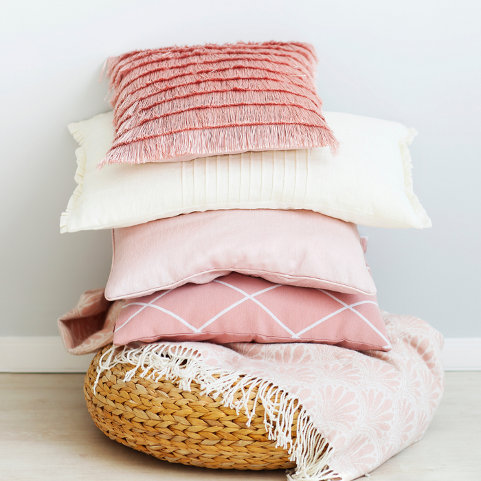 Tips for Pillows that Add Swoon-Worthy Cool to Your Home