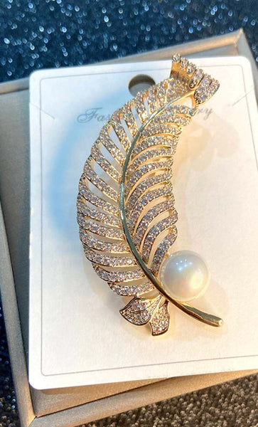 Leaf with Pearl Hijab pin - EastEssence.com