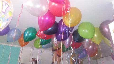 50 Inflated balloons with ribbon