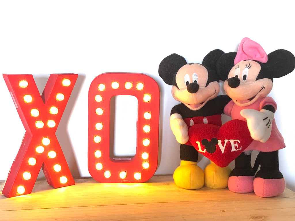 DIY Lighted Marquee XO | Valentine's Day Decorations