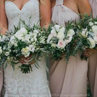 CLASSIC UNSTRUCTURED- BRIDE BOUQUET