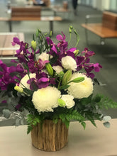 Load image into Gallery viewer, Purple mokara orchids mixed arrangement