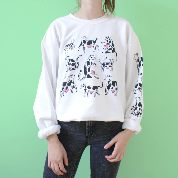 Screen printed white sweatshirt with happy cows illustration by Eva Stalinski model picture