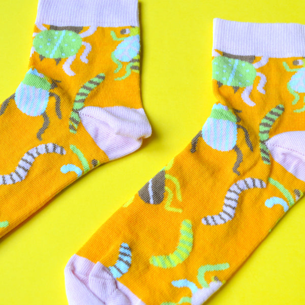 SHORT Pink and Orange Insect SAMPLE Socks (1)