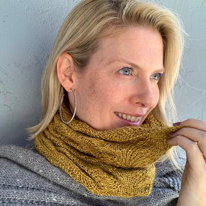 Diagonal Feather & Fan Cowl Knitting Kit | Hand Maiden Camelspin & Knitting Pattern (#192E)