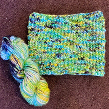 Load image into Gallery viewer, Sequoia Cowl Knitting Kit | Baah Sequoia & Knitting Pattern (#362)