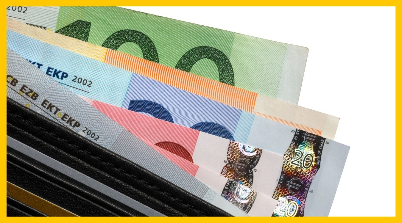organize your bills inside the wallet