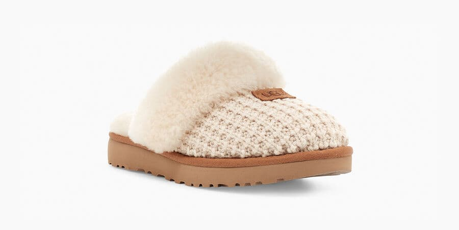 A soft, sweater-knit upper and lush sheepskin lining add softness and style to this outdoor-friendly slipper. Featuring a fluffy collar and our super-light, durable sole, it slips on with Saturday sweats, faded denim, or your favorite knit pieces.