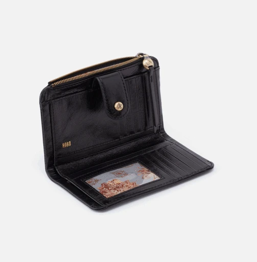 If you're someone who needs a more sizable wallet, the Herald is just right. It's crafted to organize your cards and coins, plus those extra gift cards and receipts. Crafted in our signature vintage hide leather that only gets more beautiful over time with use and wear.