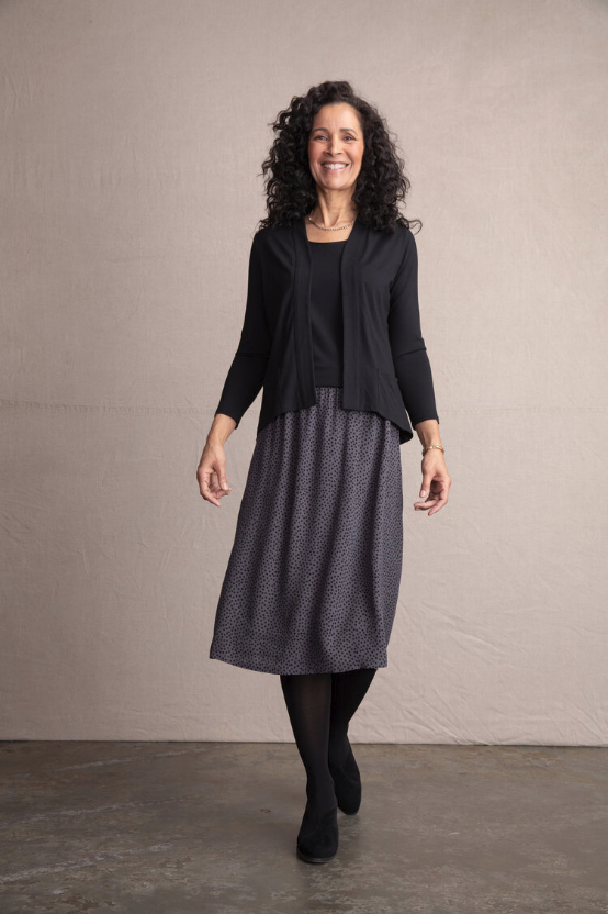 Easy skirt, elastic waist, crepe grey with black dots  55% Vicose, 45% Rayon  Hand wash , line dry