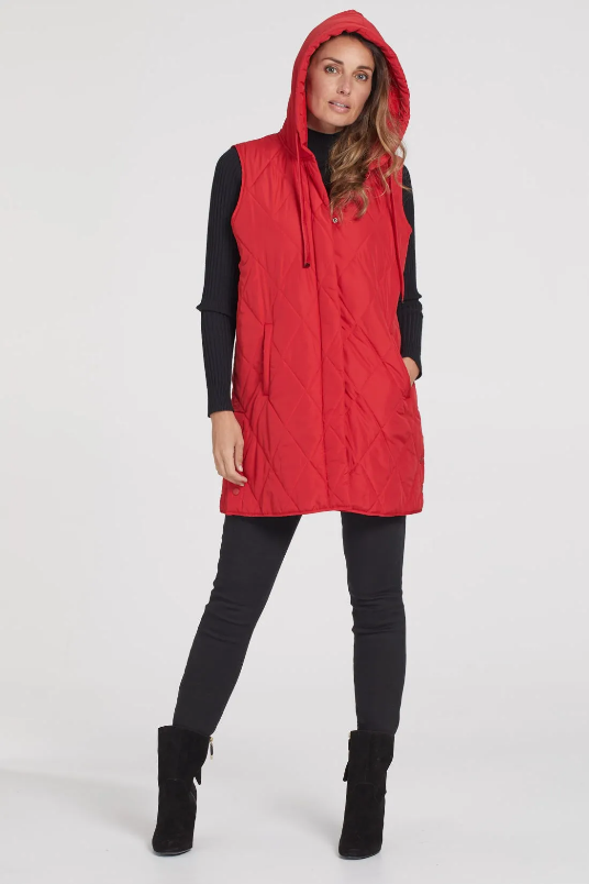Beat the chill with our long diamond quilt puffer vest. Designed with a removable fleece-lined hood for colder days, this polyfill puffer is the ideal overlayer for a sweater or long-sleeve shirt. And, did we mention that it has practical pockets and side snaps for extra detail!