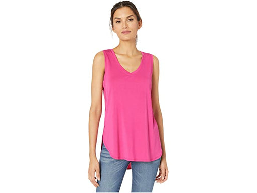 A touchably soft modal blend makes this simple tank top feel like a dream. Its versatile v-neck, rounded hem, and side slit detail are perfect for everyday wear, either dressed up with a patterned trouser or tucked into a cute skirt. Its lightweight fabric makes it the perfect underpinning, or wear it alone with your favorite shorts on warm days.