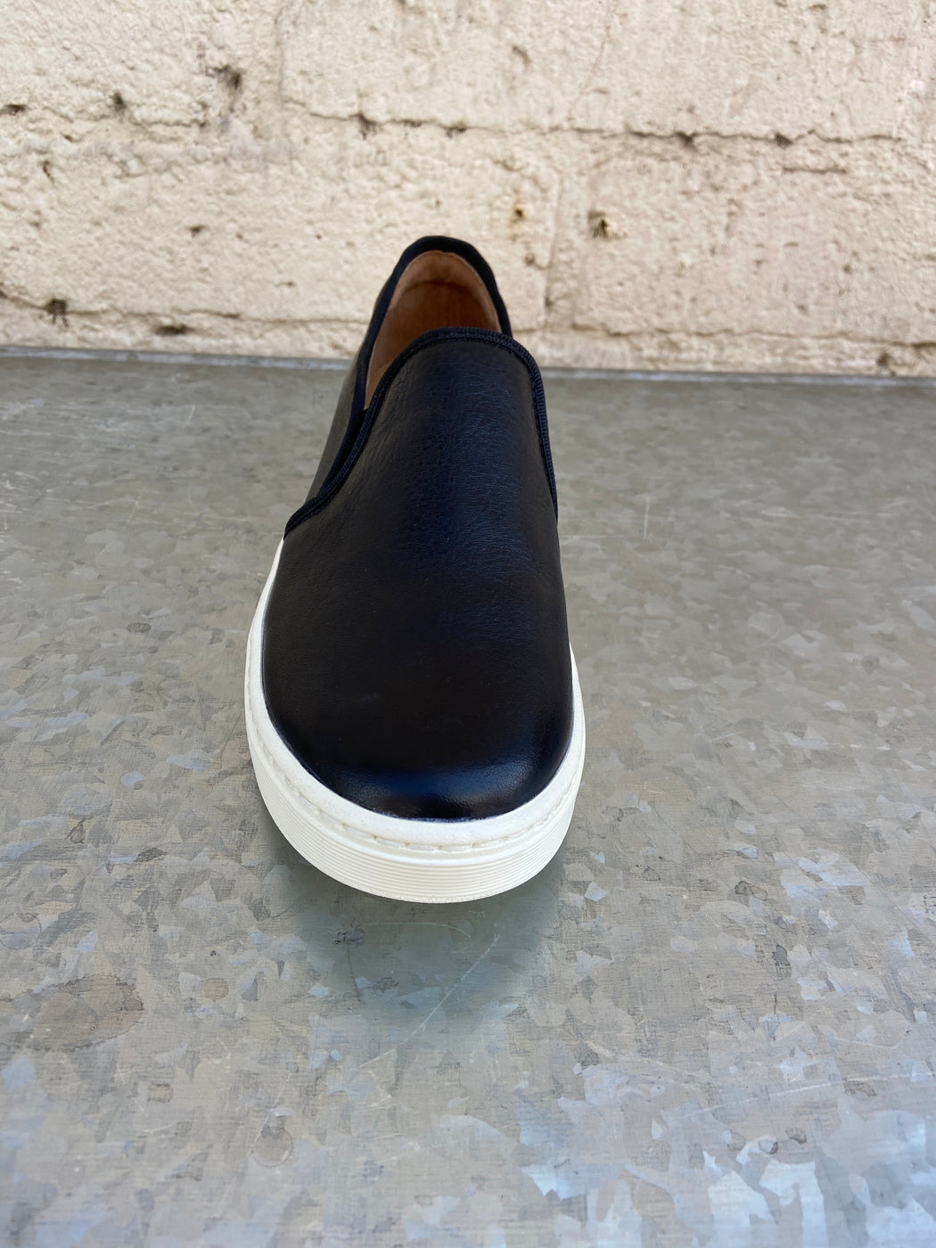 "Rubber Heel measures approximately 0.25 inches"" Stretch goring Arch cookie for support Lightweight and flexible outsole Heel height: 1/4 inch"
