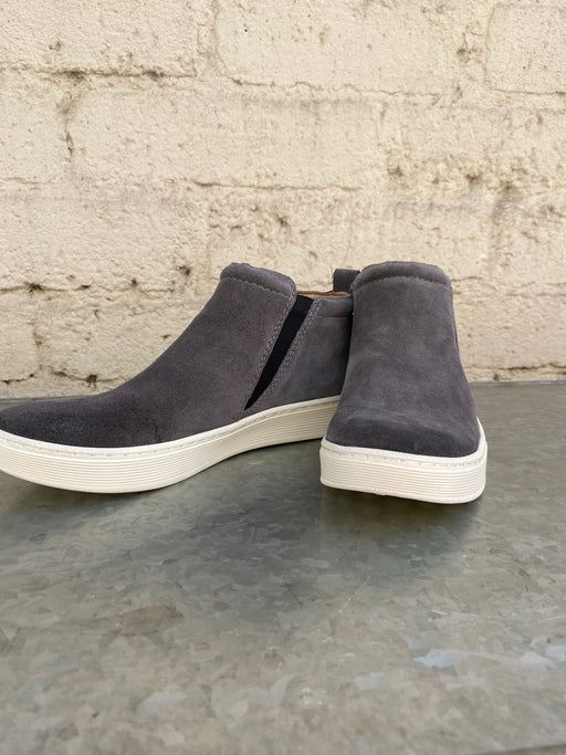 Offered in waterproof suede Padded collar Heel tab Stretch goring Leather lining Leather lined footbed with a multi-layer insole for added comfort Lightweight and flexible PU outsole Heel Height: Flat