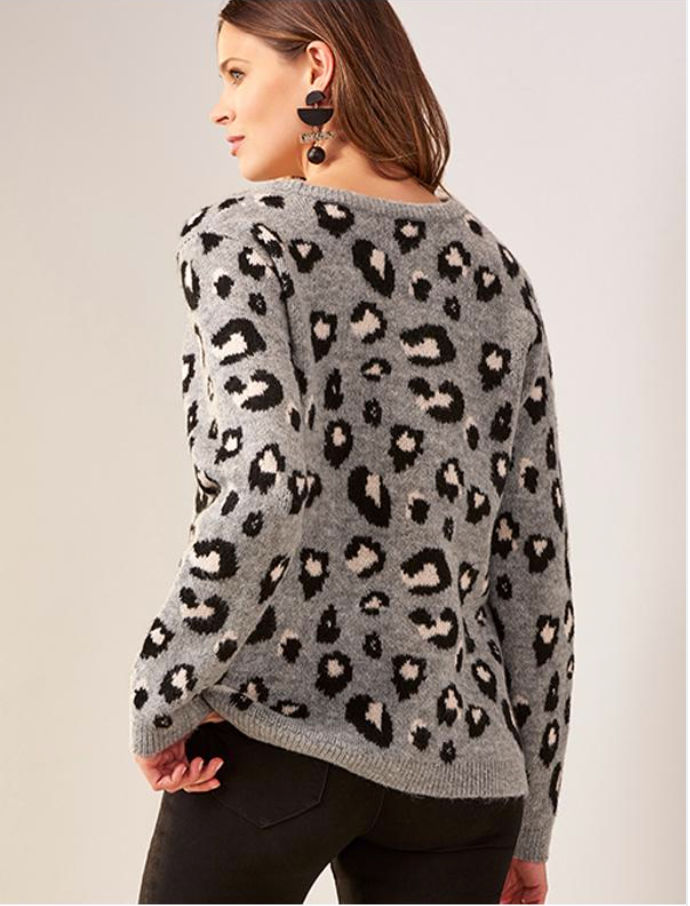 Make a look all your own with this cozy grey sweater designed with a classic leopard print, long sleeves, a crew neckline and ribbed details.