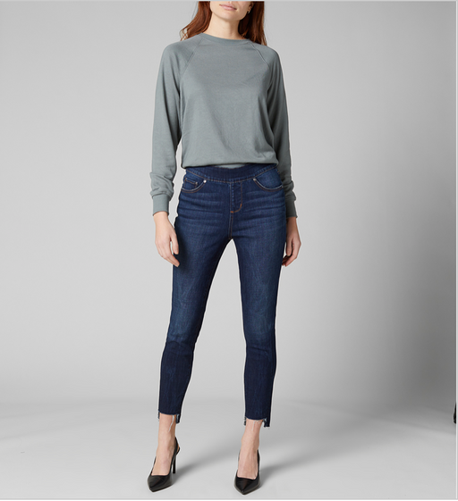 The leg-lengthening effect of a high rise and an always-flattering skinny fit combine to create our must-have Maya. Not only is it designed to elongate your figure, it also features slight ease through the hip and thigh for comfort. Plus, this pair's crafted in our comfort stretch crosshatch denim that's amazingly soft and great for all-day wear. Finished with our signature pull-on waistband, a dark indigo wash and frayed hem for on-trend appeal.