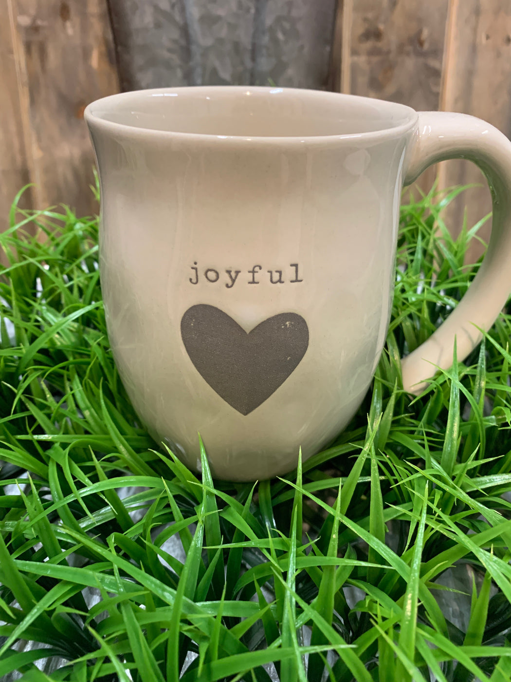 Holding a hot beverage in both hands is a ritual of calm. It gives one time to relax, reflect and think of the uplifting and memorable experiences in life. The Joyful Heart Mug provides its owner with cozy reflection time and calm.