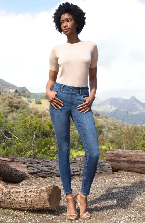 Glide on and GO! It's that easy. The Gia is the perfect hybrid between a pull-on and a 5-pocket jean! Our favorite crosshatch fabric offers vintage characteristics that is super soft and comfortable. You can pretty much conquer anything in these.