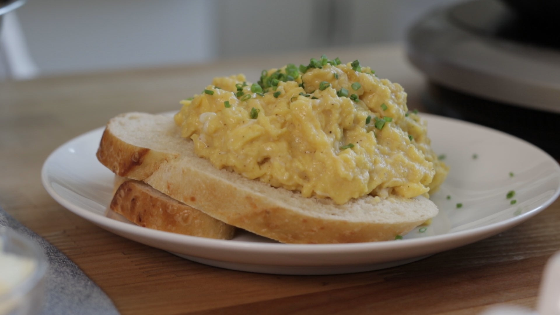 How to Cook French Scrambled Eggs