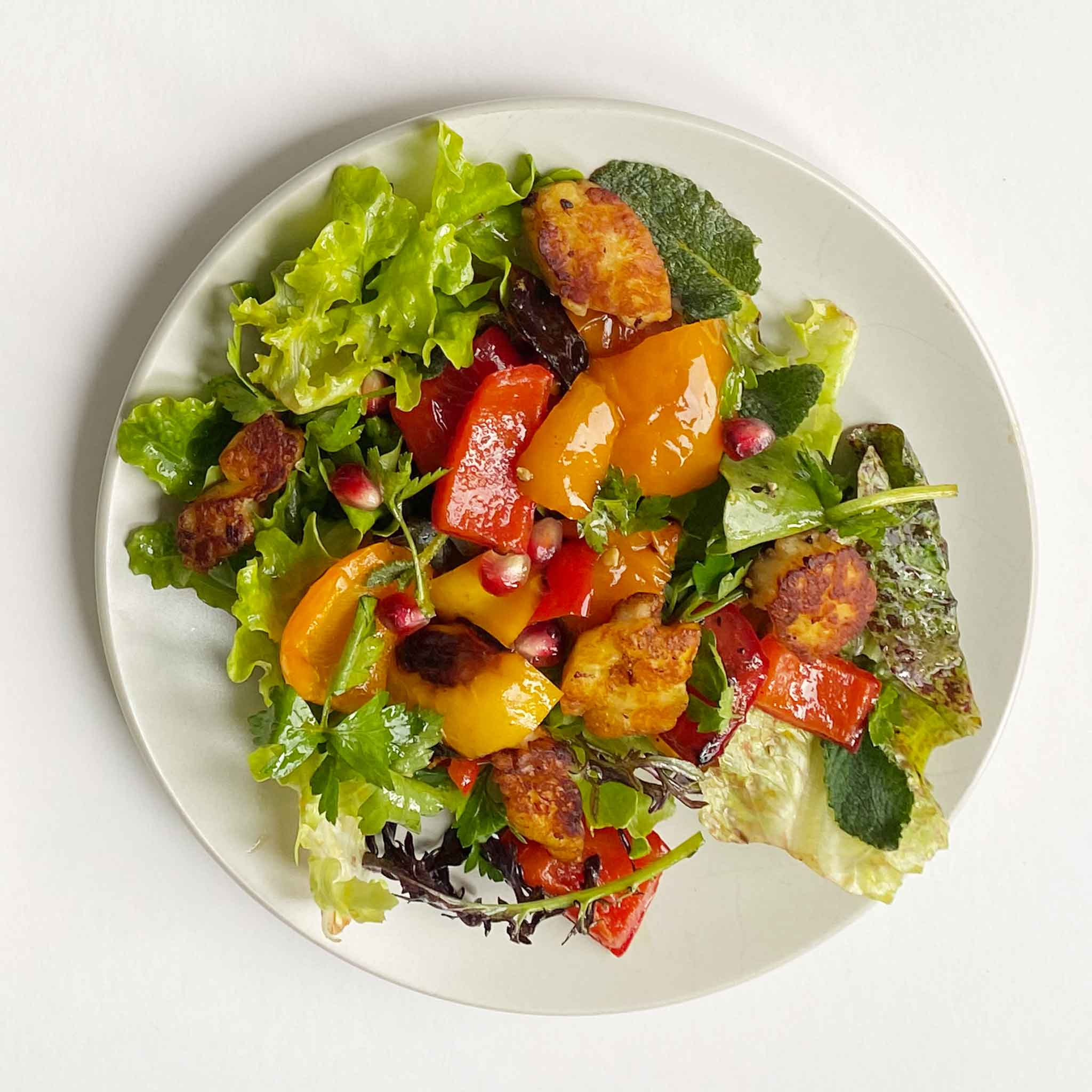 Halloumi and bell pepper salad