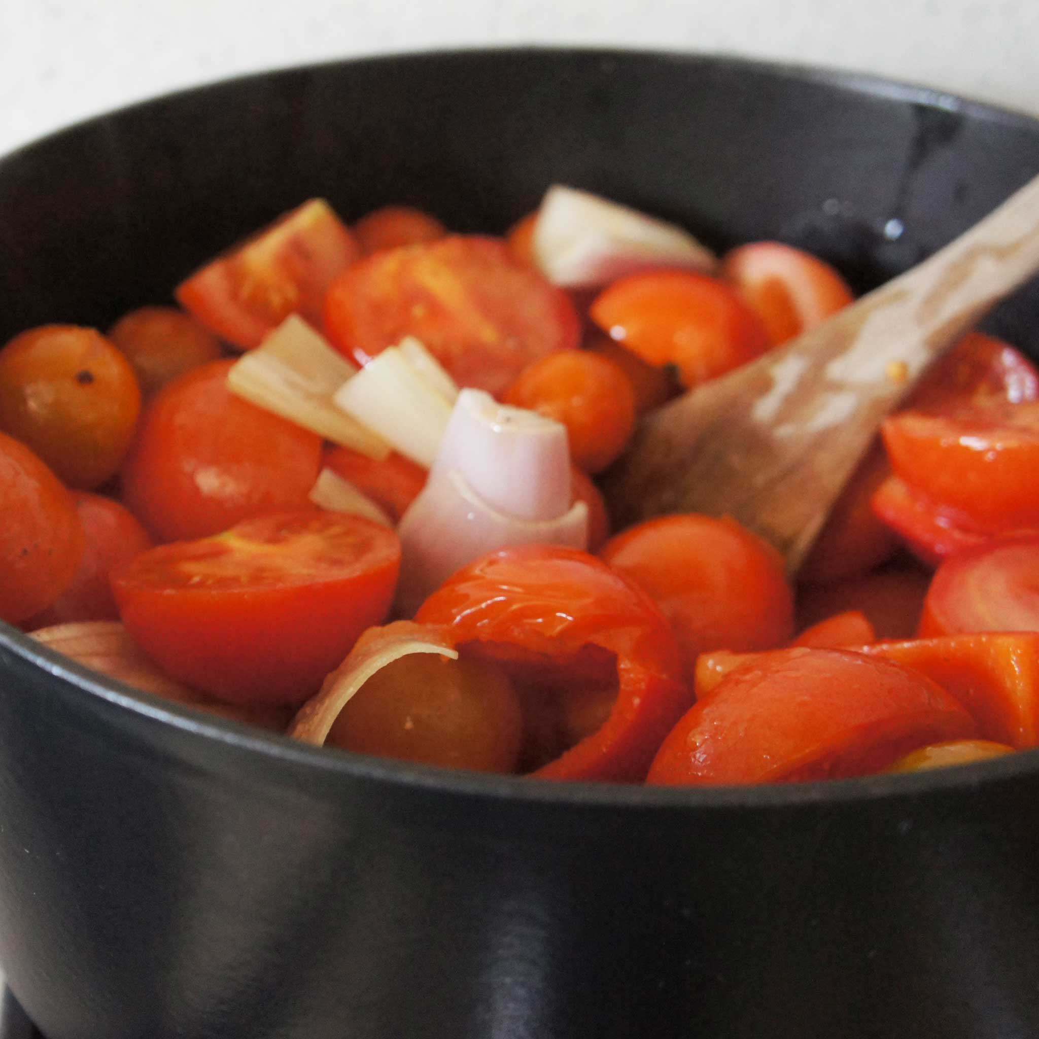 Batch-cooking tomato sauce