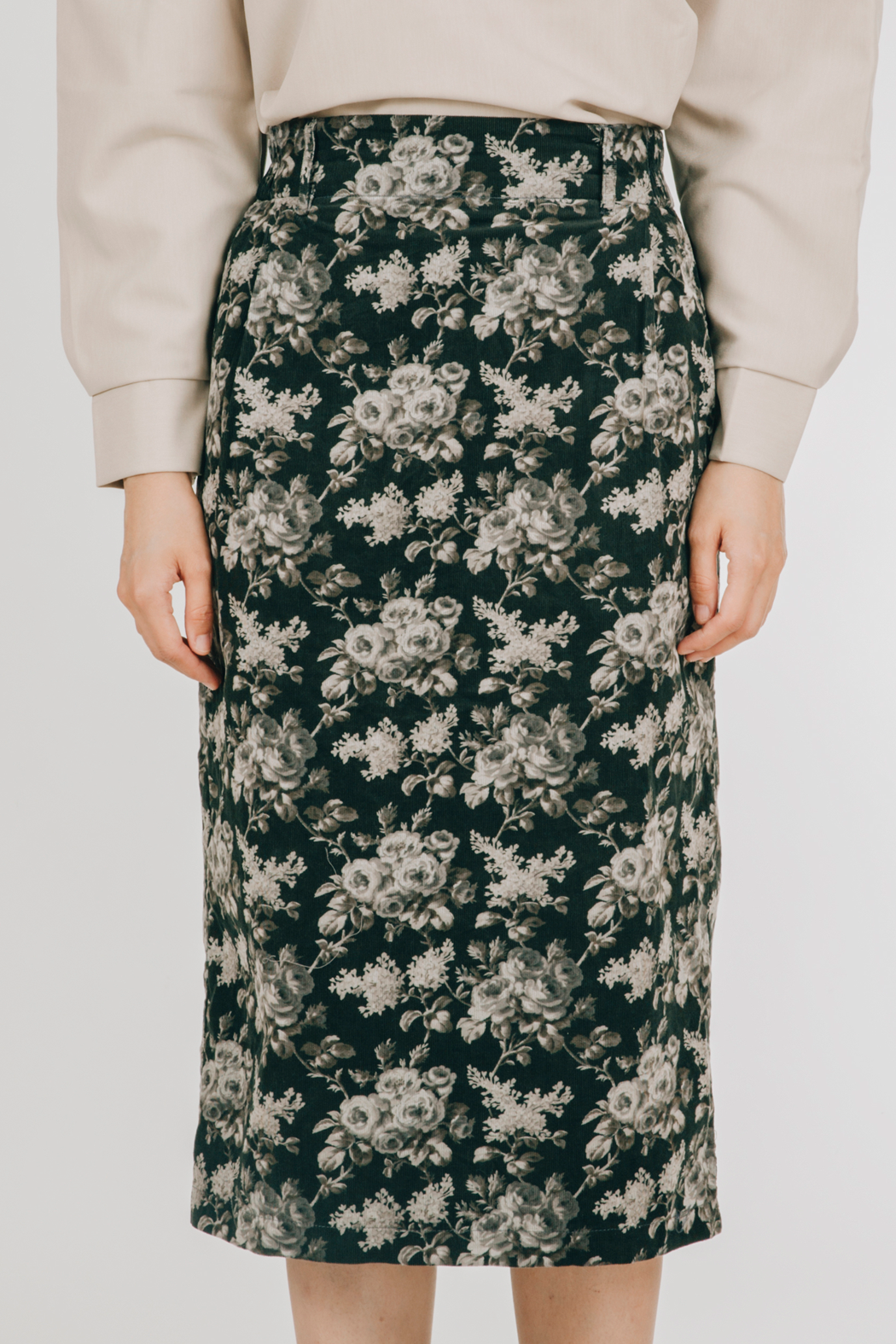 Tahan Skirt (in Black)